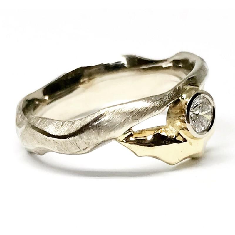 """Moteriškas žiedas """"Balta juosta"""""""